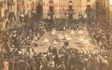 Colla de solters del Centre Popular ballant el Vals. 1916